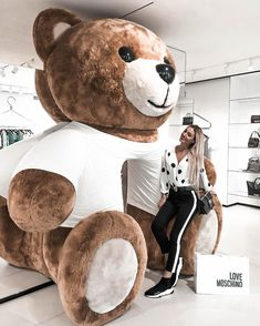 Huge Teddy Bears, Giant Teddy Bear, Costco Bear, Ted Bear, Teddy Girl, Teddy Bear Gifts, Teddy Bear Pictures, Bear Girl, 5 Minute Crafts Videos