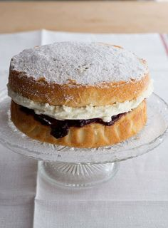 Sponge cake with raspberry and cream filling