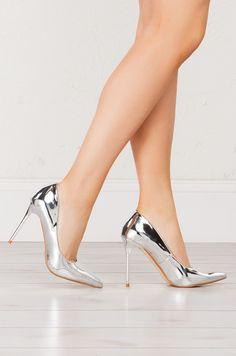Spin Around Pointed Toe Metallic Pumps (Get the look at www.shopakira.com ) #pumps #heels #cuteheels #gold #silver #metallic #cuteshoes #shoes #dressy #shopAKIRA