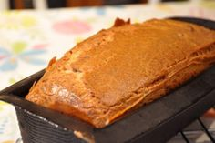 J'ai goûté ce cake au mois de décembre chez ma maman et j'ai adoré. Je lui ai piqué la recette et depuis je l'ai fait 3 fois... Il est super facile à faire, très rapide, et franchement on se régale. Pour le réaliser, il vous faudra : 3 oeufs 150g de farine...