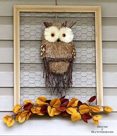 DIY Farmhouse Fall Owl Wreath - Make a framed chicken wire owl for your door instead. A super quick and easy fall home decor DIY project. Owl Wreaths, Holiday Wreaths, Frame Wreath, Diy Wreath, Wreath Fall, Chicken Wire Crafts, Fall Owl, Autumn Fall, Deco Nature