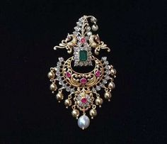 Wedding Colors Summer Gold Grooms Ideas Source by Real Gold Jewelry, Gold Jewelry Simple, Gold Jewellery Design, Emerald Jewelry, Diamond Jewellery, Designer Jewelry, Pendant Jewelry, Beaded Jewelry, Ear Jewelry