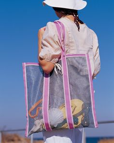With this convenient carryall, a day at the beach needn't end with a bag full of sand.