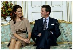 Crown Prince Frederik and Crown Princess Mary photographed the day of their engagement on 8 October 2003. Photo: Keld Navntoft/Scanpix