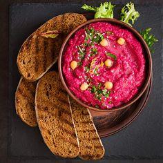 Pink und perfekt. – Hummus mit gebackener roter Bete