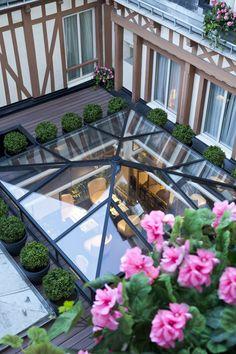 Skylight and roof garden Retractable Pergola, Diy Pergola, Cheap Pergola, Pergola Kits, Roof Design, House Design, Roof Lantern, Patio Interior, Interior Design