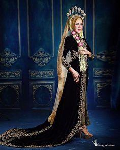 Muslimah Wedding Dress, Disney Wedding Dresses, Muslim Brides, Pakistani Wedding Dresses, Wedding Gowns, Wedding Cakes, Bridal Hijab, Hijab Bride, Wedding Hijab Styles