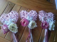 Bruidsmeisjes bloemen / Alternative flowergirl basket ideas / wands / bridesmaids
