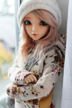 Ball jointed Doll, so adorable, love her outfit and beanie, so pretty Ooak Dolls, Blythe Dolls, Barbie Dolls, Pretty Dolls, Beautiful Dolls, Enchanted Doll, Cute Baby Dolls, Kawaii Doll, Realistic Dolls