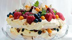 No Bake Desserts, Delicious Desserts, Yummy Food, Sweet Recipes, Cake Recipes, Pavlova Cake, Norwegian Food, Norwegian Recipes, Scandinavian Food