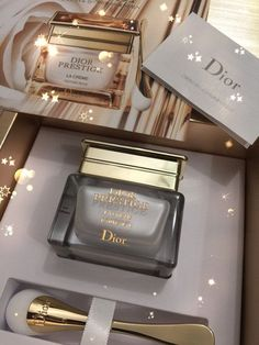 Love the applicator Dior Beauty, Beauty Care, Beauty Skin, Perfume Scents, Perfume Bottles, Parfum Victoria's Secret, Vanilla Perfume, Dior Makeup, Makeup Geek