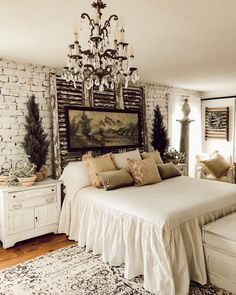 Remarkable Tips For An Incredible Shabby Chic Christmas Improving your home can be done for a number of reasons. Farmhouse Style Bedrooms, French Country Bedrooms, Shabby Chic Bedrooms, Farmhouse Decor, Farmhouse Design, Home Bedroom, Bedroom Decor, Bedroom Rustic, Master Bedroom