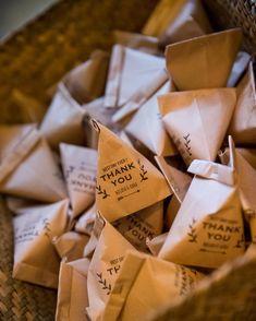 手持ちの袋で作れるよ!「テトラ型ラッピング」でパッケージ♪かわいく贈るアレンジ術10選 - CRASIA Gift Packaging, Packaging Design, Stationery Store, Best Day Ever, Diy Christmas Gifts, Sour Cream, Party Favors, Diy And Crafts, Wraps