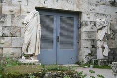 agora-door.jpg (700×467)