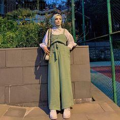Muslim Fashion, Hijab Fashion, Fashion Outfits, Ootd Hijab, Hijab Outfit, Girly Outfits, Duster Coat, Jackets, Down Jackets
