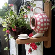 Creative Whimsy In Your Backyard & Garden, Part One Teapot Bird House - 22 Gorgeous And Unique Birdhouse Designs Garden Crafts, Garden Projects, Teapot Birdhouse, Birdhouse Ideas, Unique Birdhouses, Pink Teapot, Birdhouse Designs, Bird Houses Diy, Dog Houses