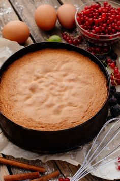 Sponge cake base: basic recipe for quick, uncomplicated enjoyment - recipes - bil . Easy Cooking, Healthy Cooking, Cooking Tips, Drink Menu, Food And Drink, Easy Cake Recipes, Vegan Recipes, Cooking For Beginners, Vegetable Drinks