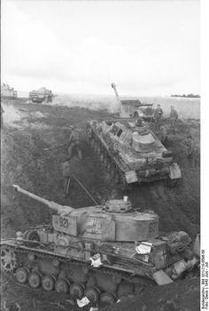 Pz.Kpfw. IV Ausf. H, Nr. 921 (11.Pz.Div.) and Pz.Kpfw. IV Ausf. G, Nr. 632, Russia center/south, June 1943.
