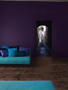 Trendy living room dark furniture color schemes home ideas Purple Interior, Interior And Exterior, Interior Design, Interior Styling, Dark Wood Floors, Dark Walls, Dark Purple Walls, Teal Walls, Accent Walls