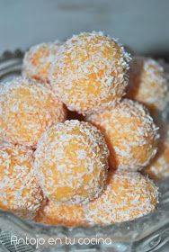 Trufas de zanahtruoria y coco - Carrot and coconut truffles Vegan Truffles, Coconut Truffles, Raw Food Recipes, Sweet Recipes, Snack Recipes, Mini Desserts, Easy Desserts, Spanish Desserts, Oreo