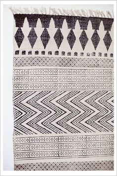 We <3 this black and white rug #blackandwhite #rug