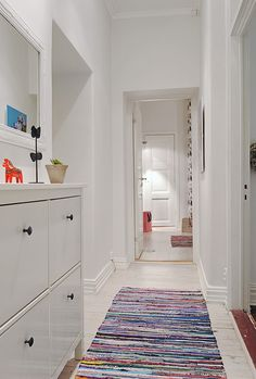 Old & new, white & color! Ikea Storage, Laundry Storage, Hallway Rug, Leroy Merlin, Scandinavian Interior, Mudroom, Old And New, Home And Living, Small Spaces