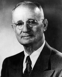 """Napoleon Hill: """"Edison failed 10,000 times before he made the electric light. Do not be discouraged if you fail a few times."""""""