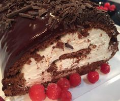 Discovered by ig: Find images and videos about food, sweet and chocolate on We Heart It - the app to get lost in what you love. Greek Sweets, Greek Desserts, Party Desserts, Greek Recipes, Food Network Recipes, Cooking Recipes, The Kitchen Food Network, Icebox Cake, Brownie Cake