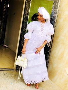African Wear, African Attire, African Fashion Dresses, Fashion Show, Girl Fashion, Womens Fashion, White Lace Gown, Ethnic Dress, Boss Lady