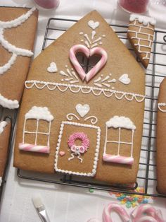 butter hearts sugar: Gingerbread House (Part 2- Decorating and Building)
