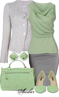 Ensemble jupe et veste gris perle + top et accessoires vert amande