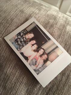 Polaroid Camera Pictures, Polaroid Ideas, Photo Polaroid, Polaroid Film, Creative Pictures, Bff Pictures, Film Aesthetic, Aesthetic Photo, Instax Mini Camera