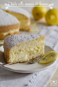 Torta alla crema di limone, una sofficissima bontà ✫♦๏༺✿༻☼๏♥๏花✨✿写☆☀🌸✨🌿✤❀ ‿❀🎄✫🍃🌹🍃❁~⊱✿ღ~❥༺✿༻🌺☘‿WE Apr ♥⛩⚘☮️ ❋ Italian Desserts, Just Desserts, Italian Recipes, Delicious Desserts, Yummy Food, Lemon Recipes, Sweet Recipes, Cake Recipes, Dessert Recipes