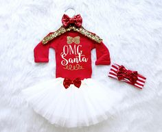 15 charming Santa outfit for baby cute and funny starting from cheerful Santa tutu, Santa style outfit and Santa baby jumper. Toddler Christmas Outfit, Cute Christmas Outfits, Baby Girl Christmas, Christmas 2017, Baby Elf Costume, Simple Outfits, Kids Outfits, Baby Outfits, Baby Glitter
