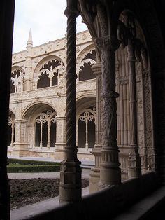 Magnificient colonnade of the Jeronimus Monastery