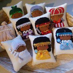 Egyptian Crafts, Yoruba Religion, Goddess Art, Altar, Cross Stitch, Disney, Gifts, Decor, Felt House