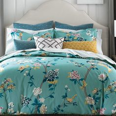 A modern chinoiserie design decorates this Comforter. Hand-painted vines and florals dance among beautiful birds in bright colors, evoking images of lush Chinese gardens.