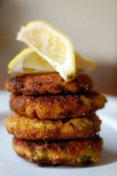 Zucchini and Ricotta Fritters with Lemon - wonderful side dish or vegetarian meal. Made true to recipe and served on french bread with lemon basil aioli, arugala, and tomato. Vegetarian Cookbook, Vegetarian Recipes, Cooking Recipes, Healthy Recipes, Curry Recipes, Picture Food, Ricotta Fritters, Zucchini Fritters, Burger