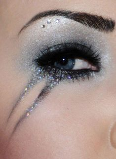 teary eyed, more circus make up ideas- I completely love it ♥