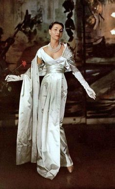 Looks like Claudia's wedding dress! Renée Breton in a Christian Dior satin evening gown, photographed by Georges Saad at chez Véronèse, Vintage Glamour, Vintage Dior, Vintage Gowns, Vintage Couture, Vintage Mode, Vintage Beauty, Vintage Evening Gowns, Vintage Hats, Vintage Clothing
