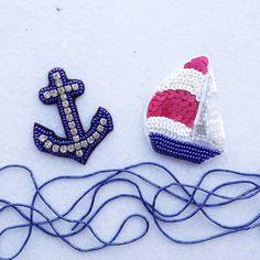 Літо - найкращий час для морських подорожей⚓ #брошьизбисера #брошьякорь #яхта #зробленовукраїні #аксессуары #вишивка #заказ #синий #морской #brooch #navyblue #madeinukraine #sea #anchor #yacht #summertime #embroidery