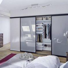 Puristischer Einbauschrank : Armarios y cómodas de Elfa Deutschland GmbH