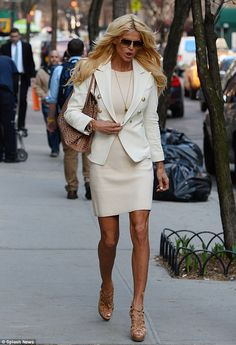 The world's a stage: Model Victoria Silvstedt struts her stuff on the streets of NYC Victoria Silvstedt, Clothing Staples, Hair Color Blue, Hot Outfits, Trendy Hairstyles, Love Fashion, Celebrity Style, Summer Dresses, Clothes For Women
