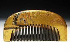 Early Edo comb gold maki-e over tortoiseshell depicting a carriage under a cherry blossom tree.