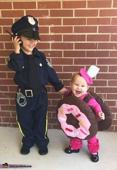 Love themed or coordinating sibling Halloween costumes? Here's some ideas for coordinating Halloween costumes for sisters! Halloween Costumes For Sisters, Sibling Halloween Costumes, Halloween Costume Contest, Couple Halloween, Halloween 2018, Halloween Party, Cute Kid Costumes, Costume Ideas, Homemade Halloween