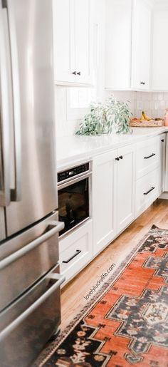 love the mix of bright colors with white cabinets in this kitchen - where to find vintage runners for the kitchen Kitchen Runner, Kitchen Rug, Interior Styling, Interior Decorating, Kitchen Utensils Store, Turkish Kitchen, White Kitchen Cabinets, New Home Designs, Home Living Room