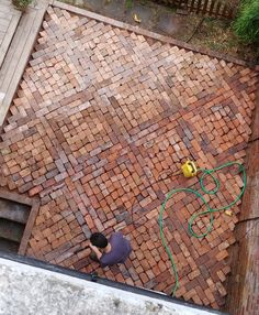 How to Lay a Patio from Reclaimed Bricks — Alice de Araujo Brick Wall Gardens, Brick Garden, Garden Paving, Brick Courtyard, Brick Paver Patio, Red Brick Paving, Small Brick Patio, Laying A Patio, Brick Laying