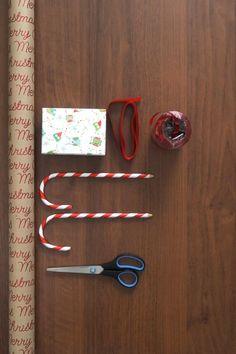Mit dieser simplen Verpackungsidee kommt Schwung in deinen Geschenkeberg! #libroat #giftwrapping #geschenkeverpacken #weichnachten #christmas #schlitten Christmas Gift Wrapping, Advent, Crafts, Sled, Wrapping Gifts, Christmas Time, Christmas Presents, Crafting, Manualidades