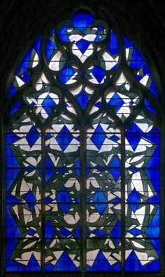 Nevers: Cathédrale saint-Cyr et Sainte Julitte Le plus grand ensemble de vitraux contemporains de France à NEVERS en Nièvre.