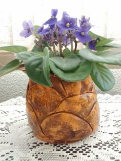 Vaso de cerâmica montados como pétalas sobrepostas.